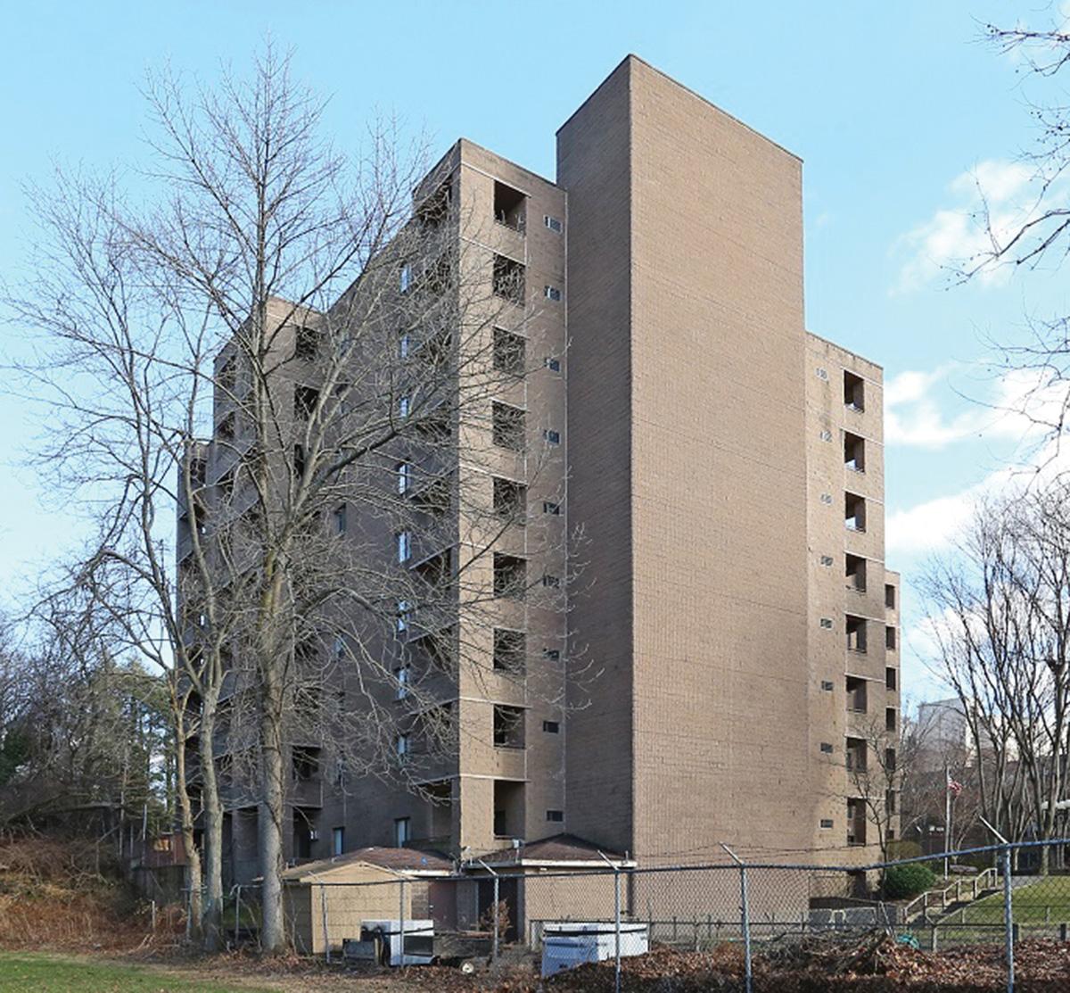 United multi family brokers 7 6 million sale of 72 unit for Park ridge building department