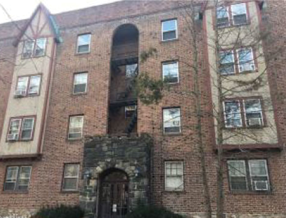 Houlihan and Coleman of Houlihan Parnes Properties arrange $1.25 million first mortgage of 4-story apartment building