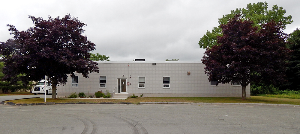 Green of The Begley Companies and Bacini of The Thomas Group lease 10,000 s/f industrial building