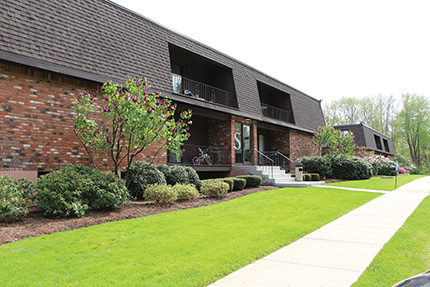 Chozick and Pappas of Chozick Realty complete $6.85 million sale of Stonegate Apartments